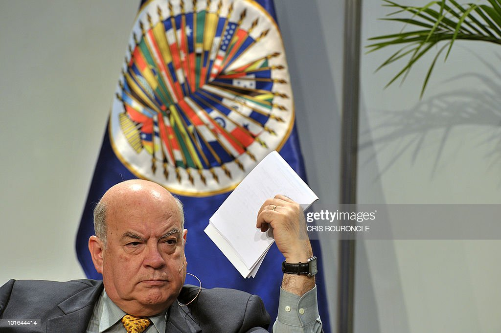 Secretary General of the Organization of American States (OAS), Jose Miguel Insulza, participates in an informal meeting with civil societies during the preopening activities of the 40th summit of foreign affairs ministers of the institution in Lima on June 5, 2010. Foreign affairs ministers of the 33 member countries shall meet for three days under the banner of 'Peace, Security and Cooperation of the Americas', beginning on June 6.