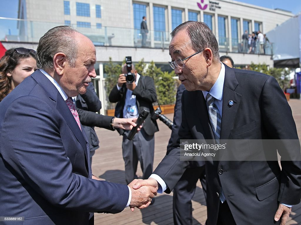 Secretary General of the United Nations Ban Ki-moon (R) and Istanbul Mayor Kadir Topbas (L) shake hands aftera side event 'Mayors Focus Session: Cities Response to Migration' within the World Humanitarian Summit in Istanbul, Turkey on May 24, 2016.