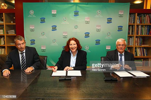 Secretary General Wolfgang Niersbach Elisabeth Pott director of the Federal Center for Health Education and DFB President Theo Zwanziger sign an...