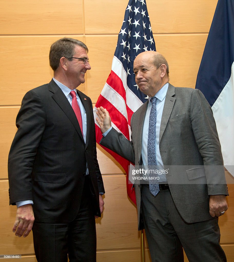 U.S. Secretary of Defense Ash Carter (L) speaks with French Defense Minister Jean-Yves Le Drian prior to a meeting at NATO headquarters in Brussels oon February 11, 2016. NATO defense ministers met for a second day on Thursday to discuss Turkeys request to help deal with Europes ongoing migrant crisis and the current situation in Iraq and Syria. / AFP / POOL / Virginia Mayo