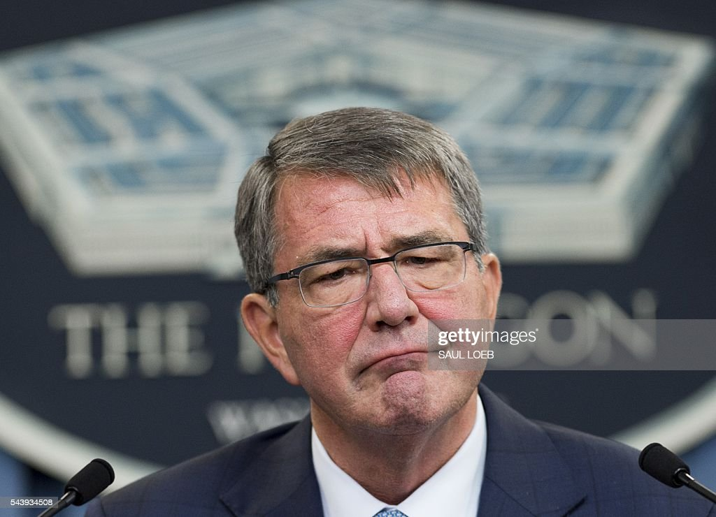 US Secretary of Defense Ashton Carter announces that the military will lift its ban on transgender troops during a press briefing at the Pentagon in Washington, DC, June 30, 2016. 'This is the right thing to do for our people and for the force,' Carter said in a statement. / AFP / SAUL