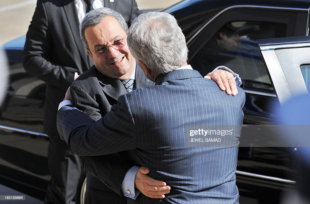 US Secretary of Defense Chuck Hagel (R) greets Israel's Minister of Defense Ehud Barak during a honor cordon at the Pentagon in Washington, DC, on March 5, 2013. Barak warned Iran on March 3, that Israel would never allow Iranian leaders to develop a nuclear weapon, as he addressed a powerful US-Israel lobby. AFP PHOTO/Jewel Samad