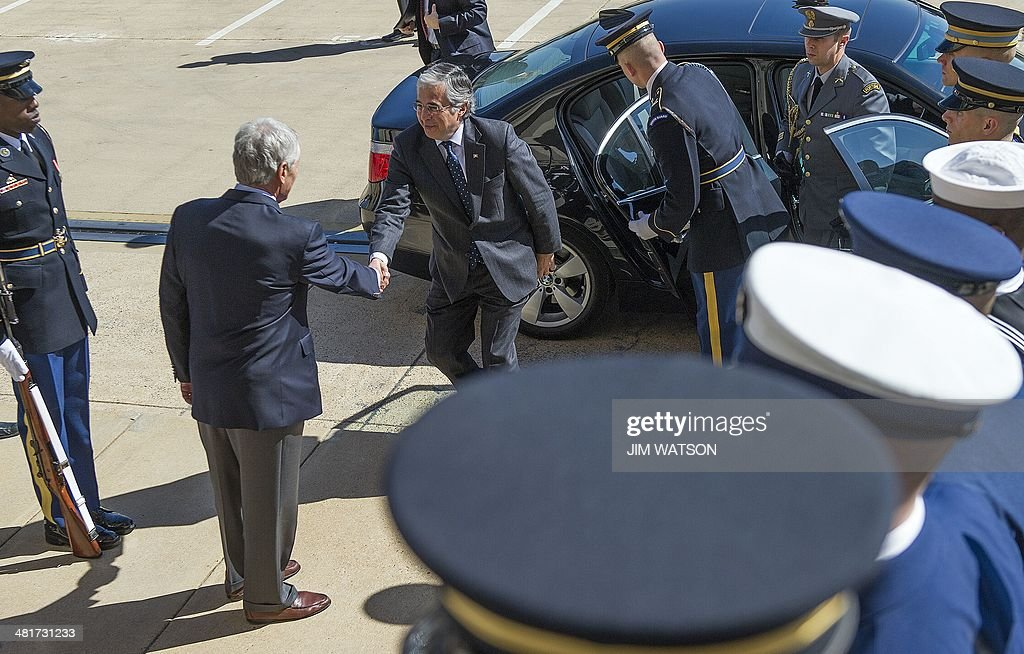 US Secretary of Defense Chuck Hagel (2nd L) shakes hands with Portugal's Minister of National Defense Jose Pedro Aguiar-Branco (C) at the Pentagon in Washington, DC, March 31, 2014. AFP PHOTO / Jim WATSON
