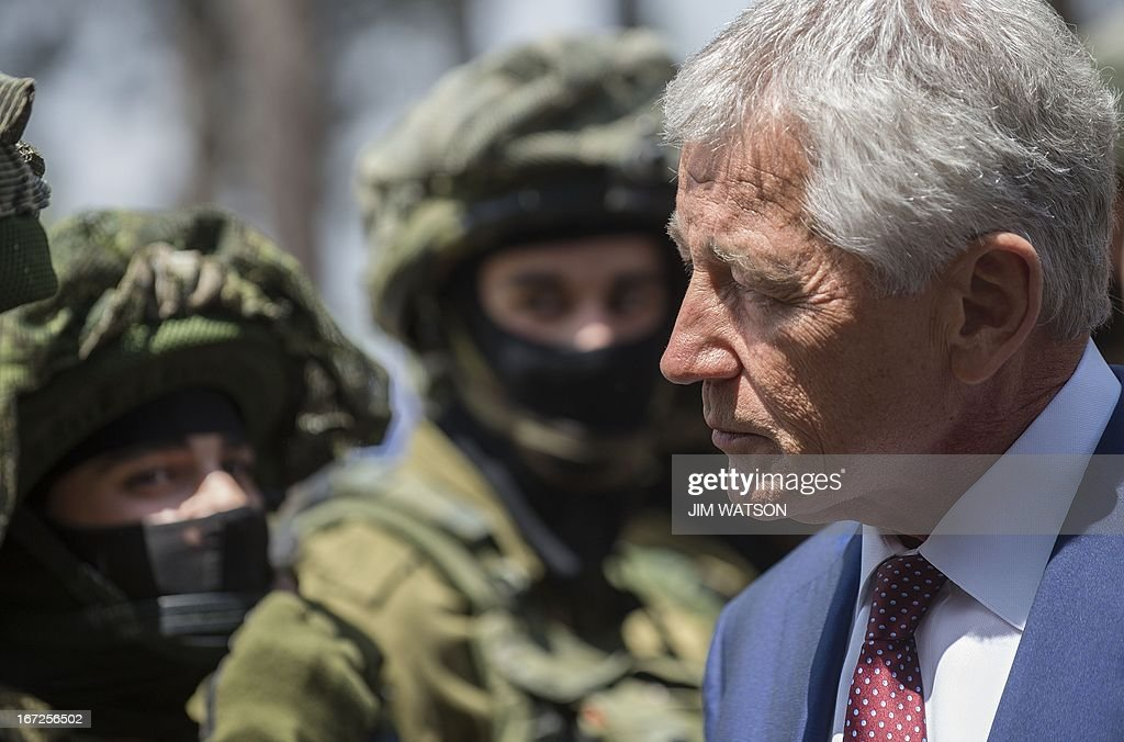 US Secretary of Defense Chuck Hagel speaks with Israeli soldiers during a visit to a military K-9 unit training site at an army base near Tel Aviv, on April 23, 2013. Defence Secretary Chuck Hagel met Israel's Benjamin Netanyahu at the end of a three-day trip which saw him touting strong backing for Israel despite differences over Iran's nuclear project. AFP PHOTO/POOL/JIM WATSON