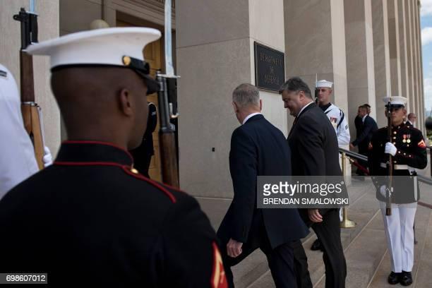 US Secretary of Defense James Mattis and Ukraine's President Petro Poroshenko walk to the Pentagon on June 20 2017 in Washington DC / AFP PHOTO /...