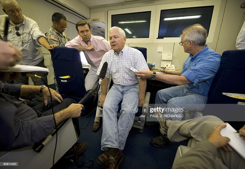 US Secretary of Defense Robert Gates (C) conducts a question and answer session with Pentagon reporters aboard a USAF 747-E4B airborne command post on September 14, 2008, in flight over the Atlantic Ocean enroute to Incirlik Air Force Base, Turkey. AFP PHOTO / POOL / Paul J. Richards