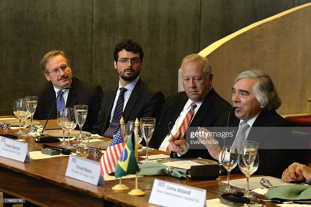 US Secretary of Energy Ernest Moniz (R) speaks to Brazilian businessmen during a meeting at the National Industry Confederati on headquarters in Brasilia on August 16, 2013. Moniz is visiting Brazil to discuss the transfer of American technology to exploit shale gas, the next auctions of pre-salt and barriers against the import of ethanol in the United States. AFP PHOTO/Evaristo SA