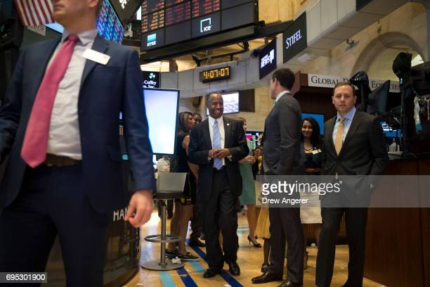 S Secretary of Housing and Urban Development Ben Carson talks with traders and financial professionals as he tours the floor of the New York Stock...