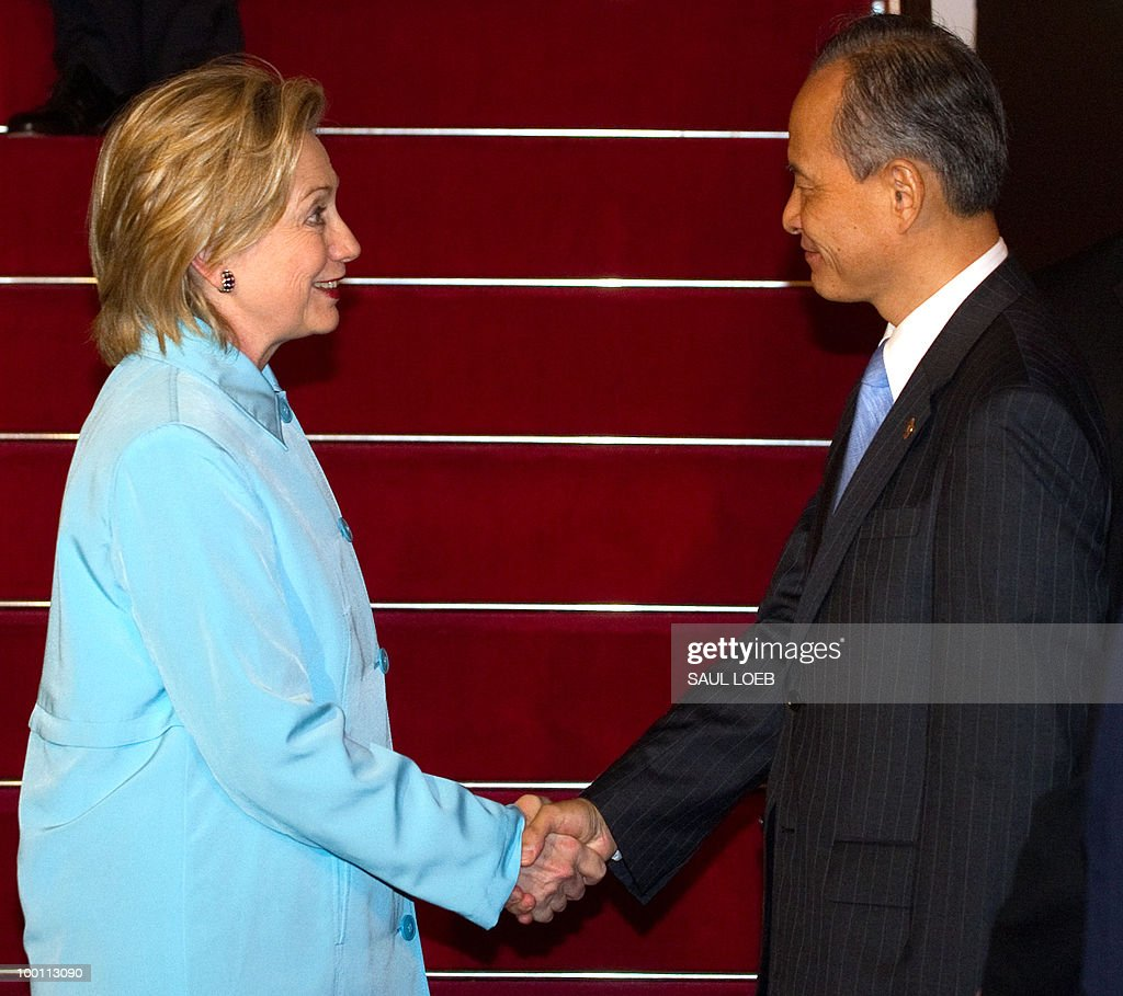 US Secretary of State Hillary Clinton (L) greets Chinese vice foreign minister Cui Tiankai (R) after arriving at Pudong International Airport in Shanghai on May 21, 2010. Clinton and her Japanese counterpart condemned North Korea, a day after a multinational panel blamed it for a deadly torpedo attack on a South Korean warship. AFP PHOTO/POOL/Saul LOEB