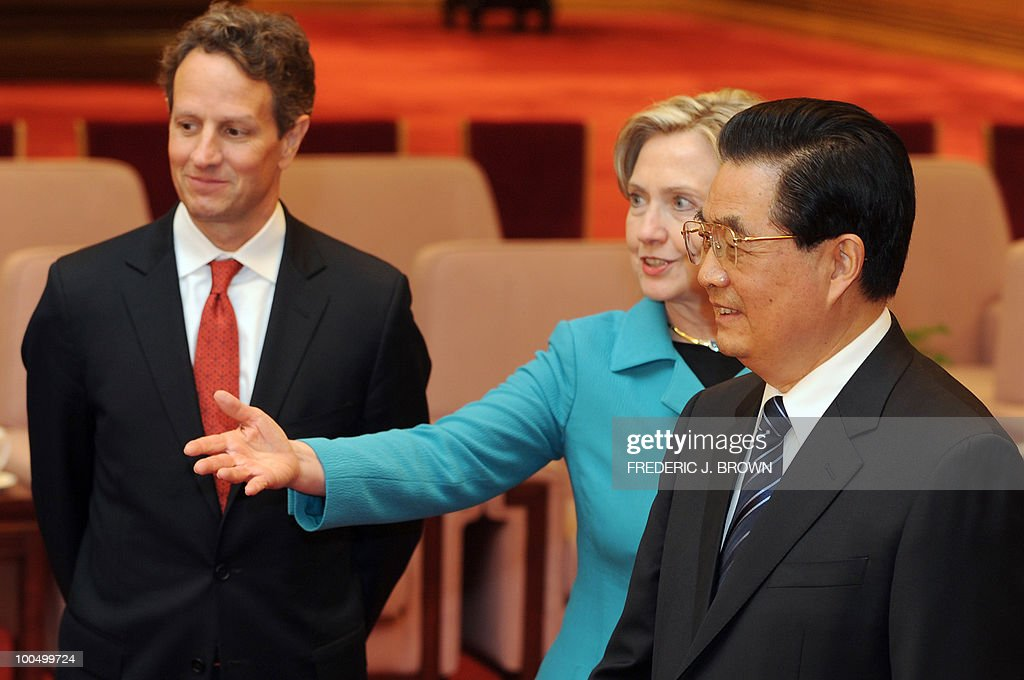 US Secretary of State Hillary Clinton (C) introduces members of the US delegation to Chinese President Hu Jintao (R) as US Treasury Secretary Timothy Geithner (L) watches at the Great Hall of the People in Beijing on May 25, 2010. The US and China signalled progress in their pivotal relationship at high-profile annual talks after months of tension, but no major breakthrough on fractious economic disputes. AFP PHOTO / Frederic J. BROWN / POOL
