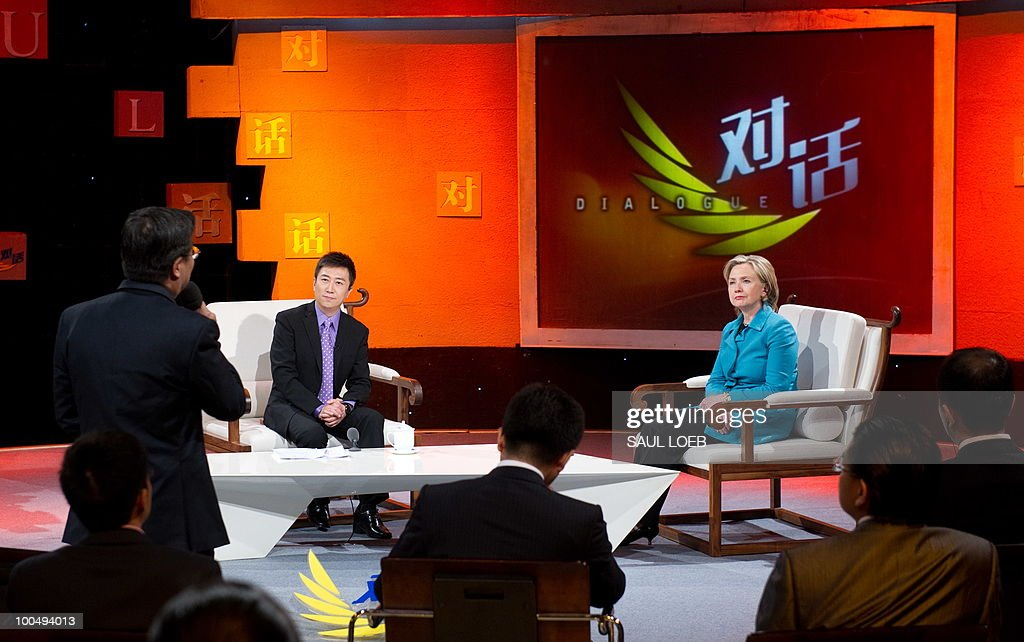 US Secretary of State Hillary Clinton (R) listens to a question while appearing on the show 'Dialogue' hosted by Chen Weihong (C) at CCTV studios in Beijing on May 25, 2010. The United States and China were wrapping up strategic talks aimed at smoothing out differences on currency and trade issues, as Washington presses Beijing to get tough on North Korea. AFP PHOTO / POOL / Saul LOEB