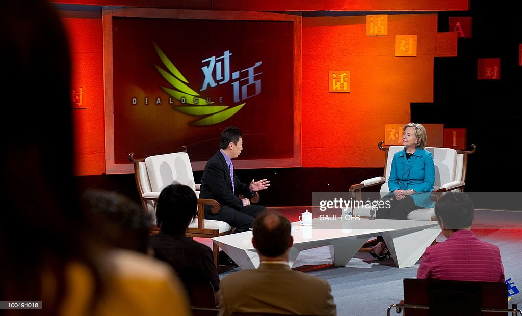 US Secretary of State Hillary Clinton (R) listens to a question while appearing on the show 'Dialogue' hosted by Chen Weihong (L) at CCTV studios in Beijing on May 25, 2010. The United States and China were wrapping up strategic talks aimed at smoothing out differences on currency and trade issues, as Washington presses Beijing to get tough on North Korea. AFP PHOTO / POOL / Saul LOEB