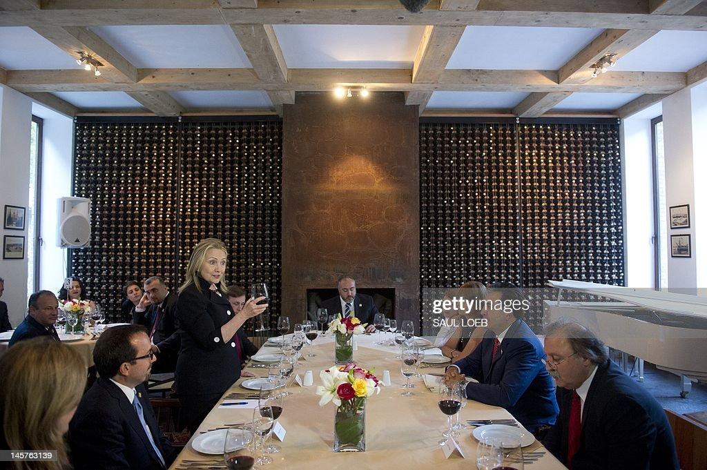 US Secretary of State Hillary Clinton (3L) makes a toast during dinner with Georgian President Mikheil Saakashvili (2R) at Adjarian Wine House in Batumi on June 5, 2012. AFP PHOTO / POOL / Saul LOEB