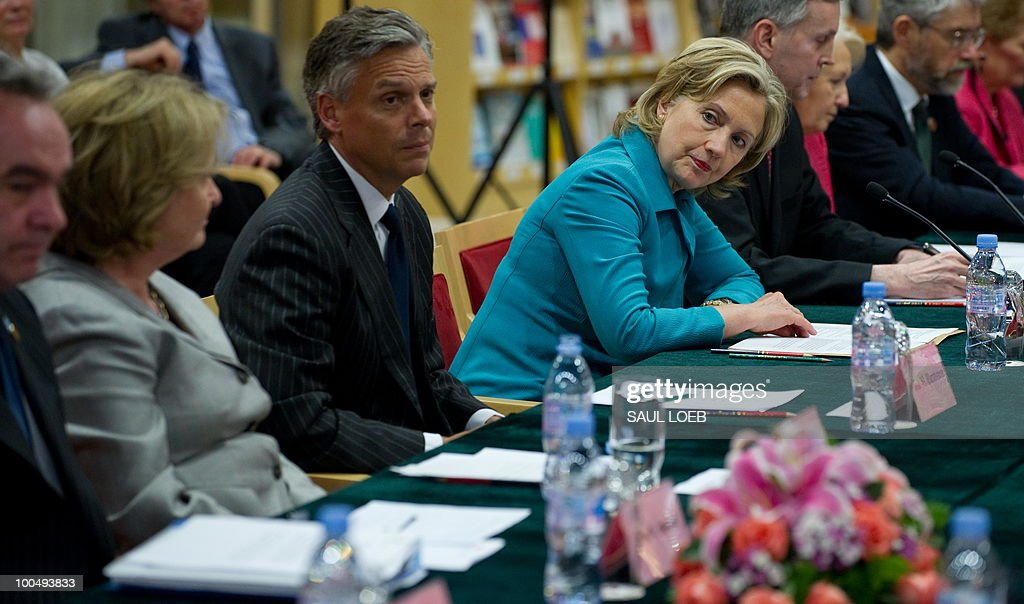 US Secretary of State Hillary Clinton (C) meets with Chinese State Councilor Liu Yandong (not pictured) during the People-to-People Inaugural meeting at the National Center for the Performing Arts in Beijing on May 25, 2010. The United States and China were wrapping up strategic talks aimed at smoothing out differences on currency and trade issues, as Washington presses Beijing to get tough on North Korea. AFP PHOTO / POOL / Saul LOEB