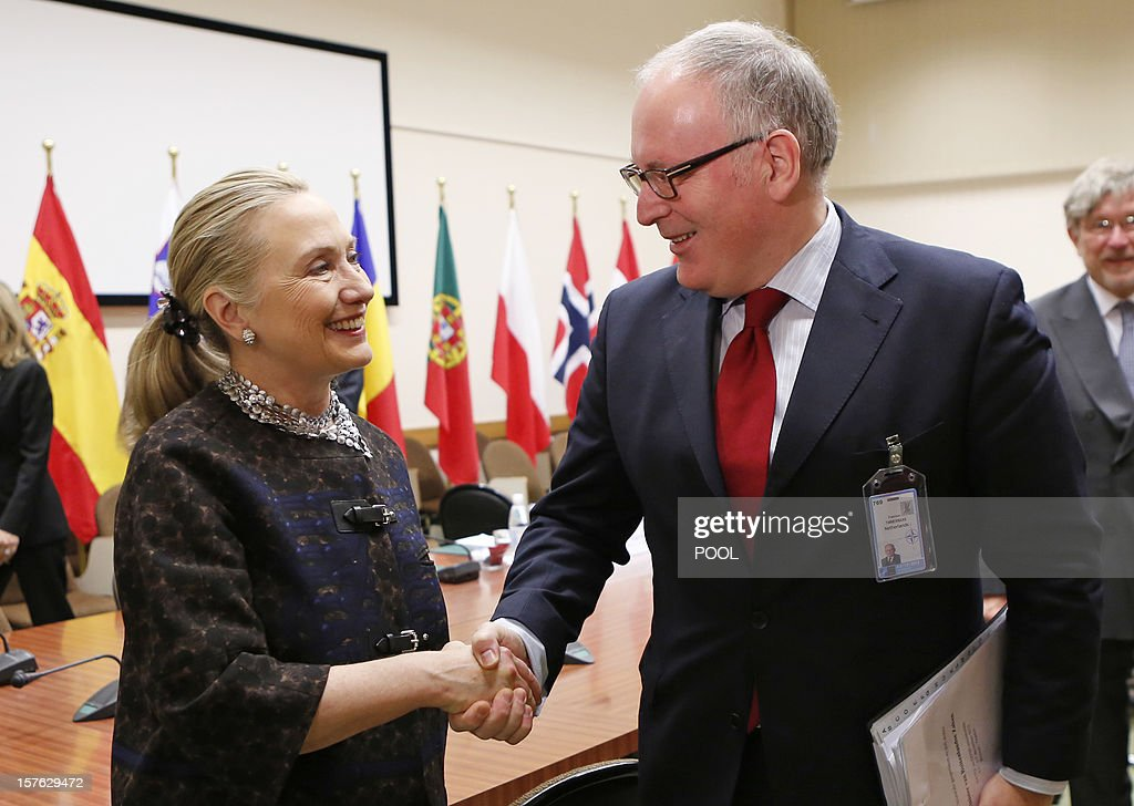 US Secretary of State Hillary Clinton (L) shakes hands with Dutch Foreign Minister Frans Timmermans on December 5, 2012 during the second and last day of talks between foreign ministers from the 28 North Atlantic Treaty Organization (NATO) member countries at organization headquarters in Brussels. NATO ministers are to discuss Syria as well as Afghanistan, Russia-NATO ties and the situation in Georgia and the Balkans. AFP PHOTO / POOL / KEVIN LAMARQUE