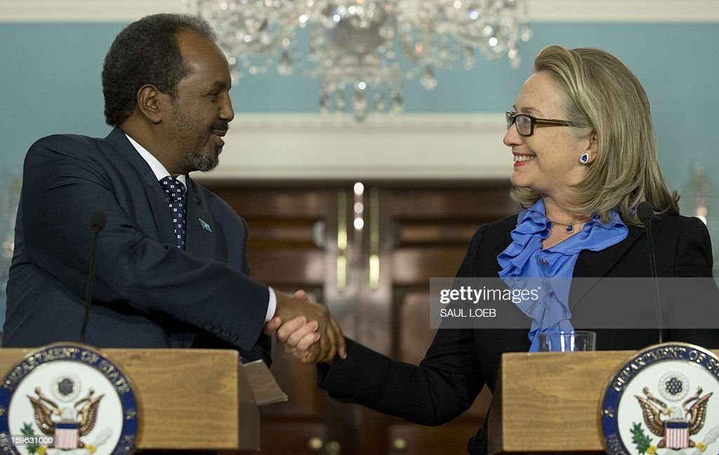 US Secretary of State Hillary Clinton (R) shakes hands with Somalian President Hassan Sheikh Mohamud following meetings at the State Department in Washington, DC, on January 17, 2013. AFP PHOTO / Saul LOEB