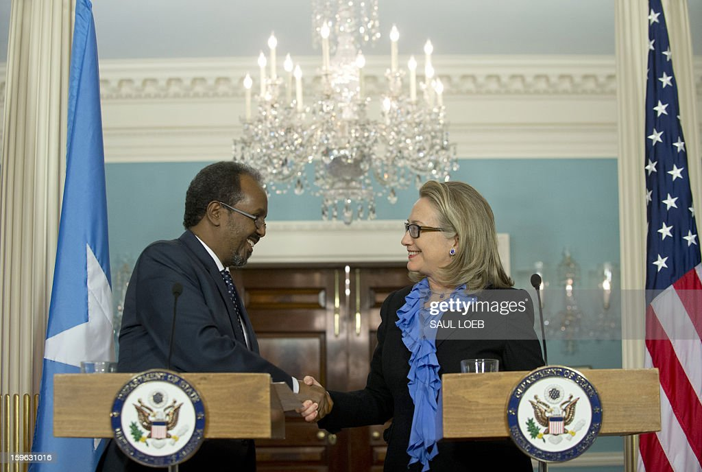 US Secretary of State Hillary Clinton (R) shakes hands with Somalian President Hassan Sheikh Mohamud following meetings at the State Department in Washington, DC, on January 17, 2013. AFP PHOTO / Saul LOEB / AFP / SAUL