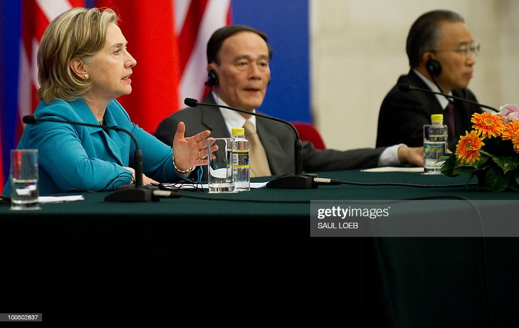 US Secretary of State Hillary Clinton speaks alongside Chinese Vice-Premier Wang Qishan (C) and Chinese State Councilor Dai Bingguo (R) during a signing ceremony at the conclusion of the Second Round of the US-China Strategic & Economic Dialogue in Beijing, May 25, 2010. US Secretary of State Hillary Clinton said two days of high-level Sino-US talks had been 'very productive' but admitted differences remained, especially on economic and trade issues. AFP PHOTO / POOL / Saul LOEB