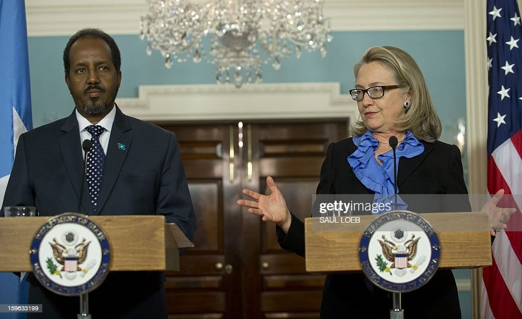 US Secretary of State Hillary Clinton (R) speaks alongside Somalian President Hassan Sheikh Mohamud during a press conference following meetings at the State Department in Washington, DC, on January 17, 2013. AFP PHOTO / Saul LOEB