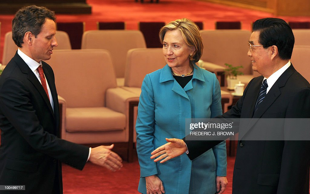 US Secretary of State Hillary Clinton (C) watches as Chinese President Hu Jintao (R) meets with US Treasury Secretary Timothy Geithner (L) at the Great Hall of the People in Beijing on May 25, 2010. The US and China signalled progress in their pivotal relationship at high-profile annual talks after months of tension, but no major breakthrough on fractious economic disputes. AFP PHOTO / Frederic J. BROWN / POOL
