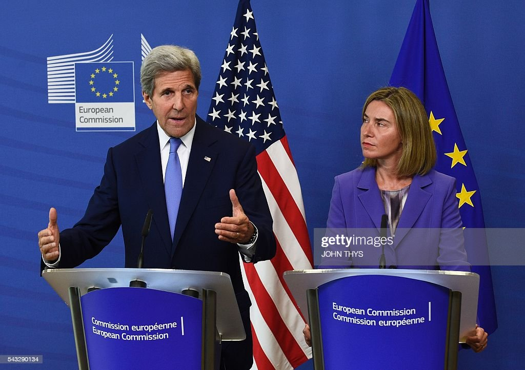 US Secretary of State John Kerry (L) and High Representative of the European Union (EU) for Foreign Affairs and Security Policy Federica Mogherini hold a joint press conference after their meeting at the EU headquarters in Brussels on June 27, 2016. US Secretary of State John Kerry on June 27 urged European Union members not to 'lose their head' after Britain voted to become the first member of the 28-nation bloc to leave. / AFP / JOHN
