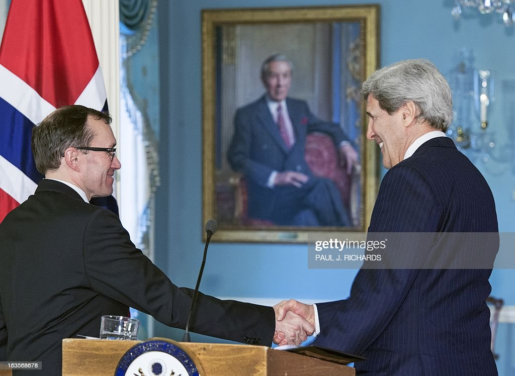 US Secretary of State John Kerry (R) and Norwegian Foreign Minister Espen Barth Eide shake hands as they leave the Treaty Room after speaking to the media at the State Department on March 12, 2013 in Washington. AFP PHOTO/Paul J. Richards