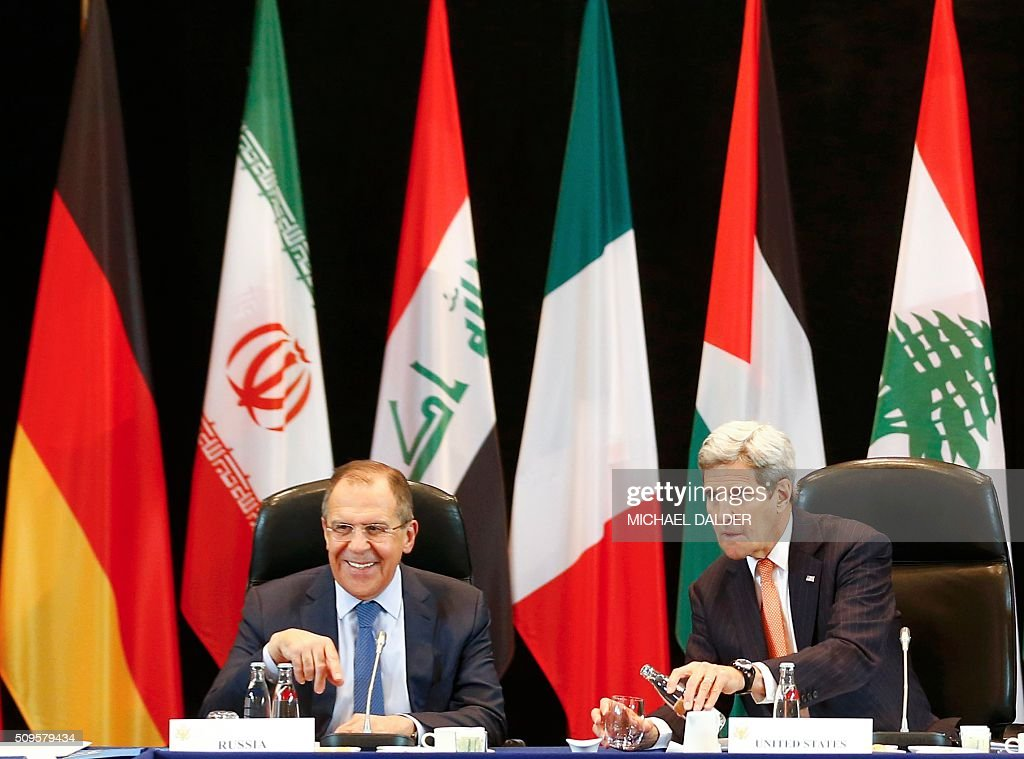 US Secretary of State John Kerry (R) and Russia's Foreign Minister Sergei Lavrov lead the International Support Group for Syria (ISSG) meeting on February 11, 2016 in Munich southern Germany. The ISSG meets in bid to restart peace talks and open humanitarian access to besieged Aleppo. / AFP / POOL / MICHAEL DALDER