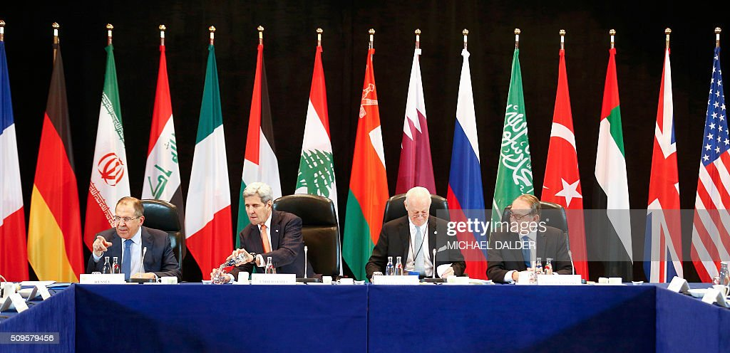 US Secretary of State John Kerry (2ndL) and Russia's Foreign Minister Sergei Lavrov (L) lead the International Support Group for Syria (ISSG) meeting on February 11, 2016 in Munich southern Germany. The ISSG meets in bid to restart peace talks and open humanitarian access to besieged Aleppo. / AFP / POOL / MICHAEL DALDER