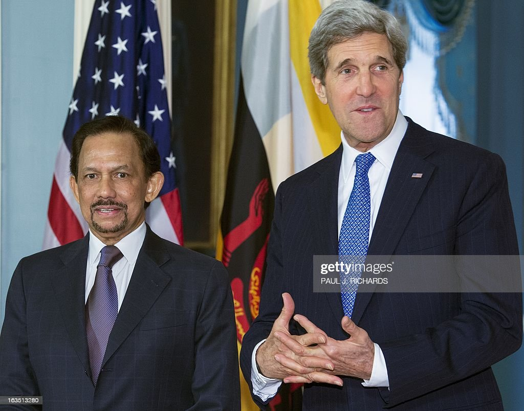 US Secretary of State John Kerry(R) and the Sultan of Brunei Hassanal Bolkiah deliver brief remarks to the media before a private bilateral meeting at the State Department March 11, 2013, in Washington, DC. AFP Photo/Paul J. Richards