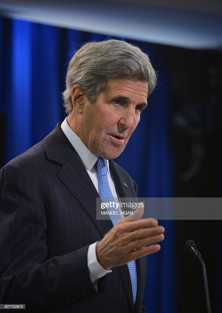 US Secretary of State John Kerry answers a question on Syria while speaking in the briefing room of the State Department on May 3, 2016 in Washington, DC. / AFP / Mandel NGAN
