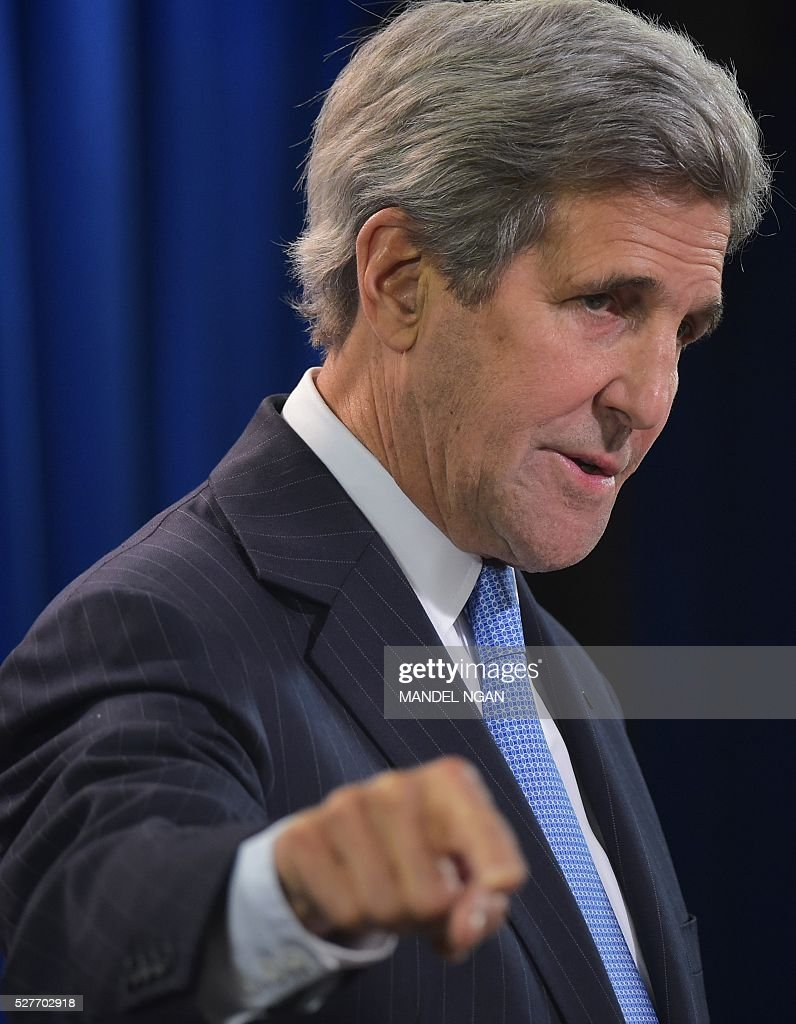 US Secretary of State John Kerry answers a question on Syria while speaking in the briefing room of the State Department on May 3, 2016 in Washington, DC. / AFP / MANDEL