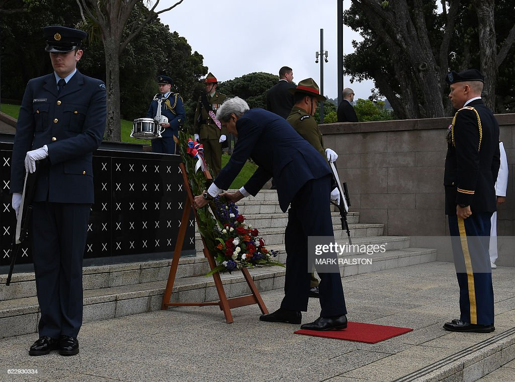 US Secretary of State John Kerry (C) attends a wreath laying and medals ceremony at the National War Memorial in Wellington, New Zealand on November 13, 2016. Kerry is travelling to New Zealand, Oman, the United Arab Emirates, Morocco and will attend the APEC summit in Peru later in the month. / AFP / AFP AND POOL / Mark RALSTON