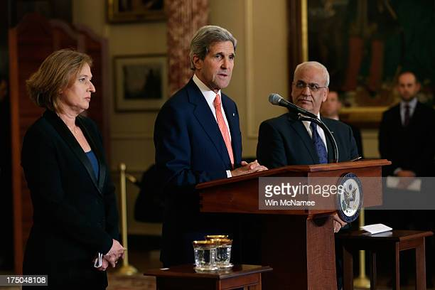 S Secretary of State John Kerry delivers remarks on the Middle East Peace Process Talks as Israeli Justice Minister Tzipi Livni and Palestinian chief...