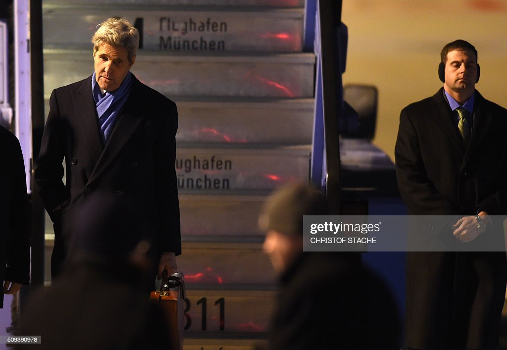 US Secretary of State John Kerry gets off a plane after arriving in Munich, southern Germany on February 10, 2016 where he will attend the Munich Security Conference. / AFP / Christof STACHE