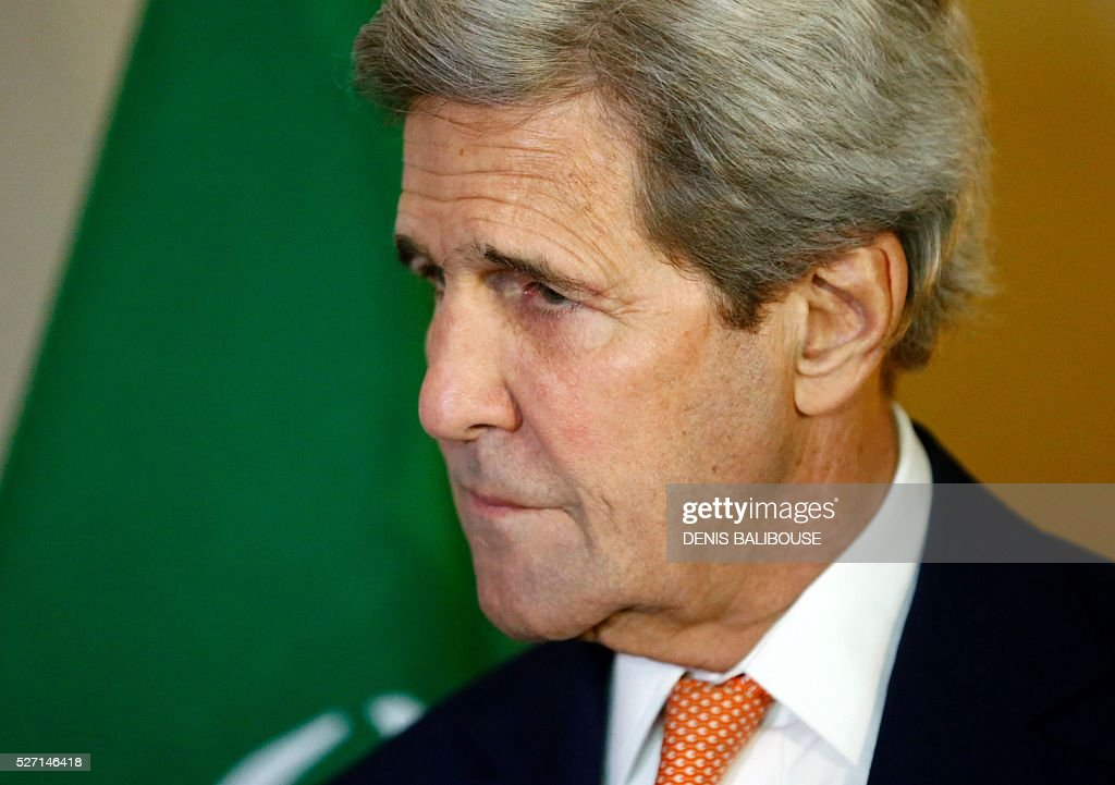 US Secretary of State John Kerry listens to Saudi Foreign Minister during a meeting on Syria in Geneva, on May 2, 2016. Coverage of the conflict in Syria and violence in second city Aleppo as US Secretary of State John Kerry meets his Saudi counterpart and UN envoy Staffan de Mistura in Geneva, hoping to revive the country's ceasefire. / AFP / POOL / DENIS