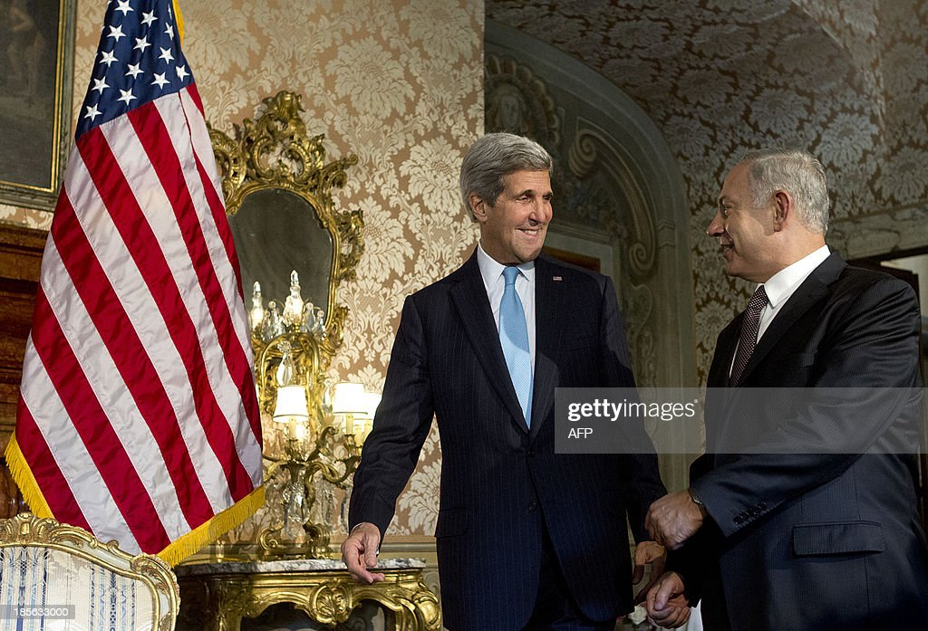 US Secretary of State John Kerry (L) meets with Israeli Prime Minister Benjamin Netanyahu at Villa Taverna, the US Ambassador's residency in Rome, on October 23, 2013. AFP PHOTO POOL / CLAUDIO PERI