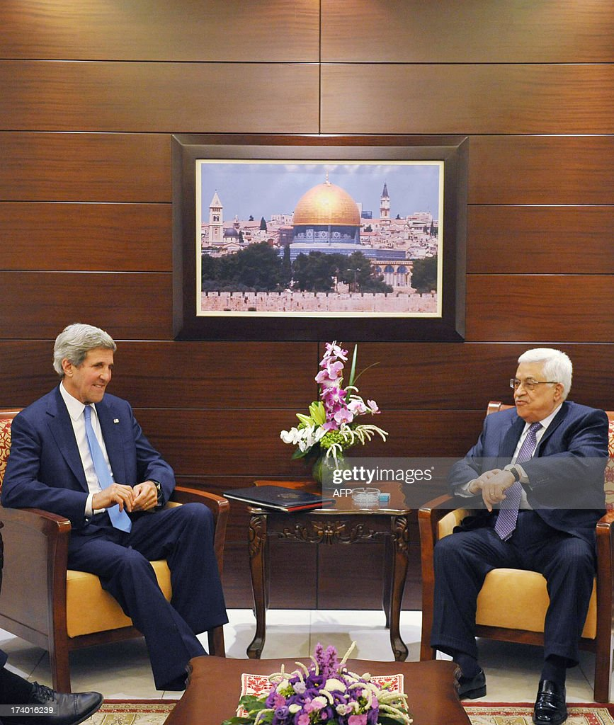 US Secretary of State John Kerry (L) meets with Palestinian President Mahmud Abbas on July 19, 2013 at the Mukataa compound, in the West Bank city of Ramallah. Kerry flew by helicopter to the West Bank from Jordan to meet Palestinian president Mahmud Abbas as he battled to salvage his Middle East peace bid. AFP PHOTO/POOL / FADI AROURI