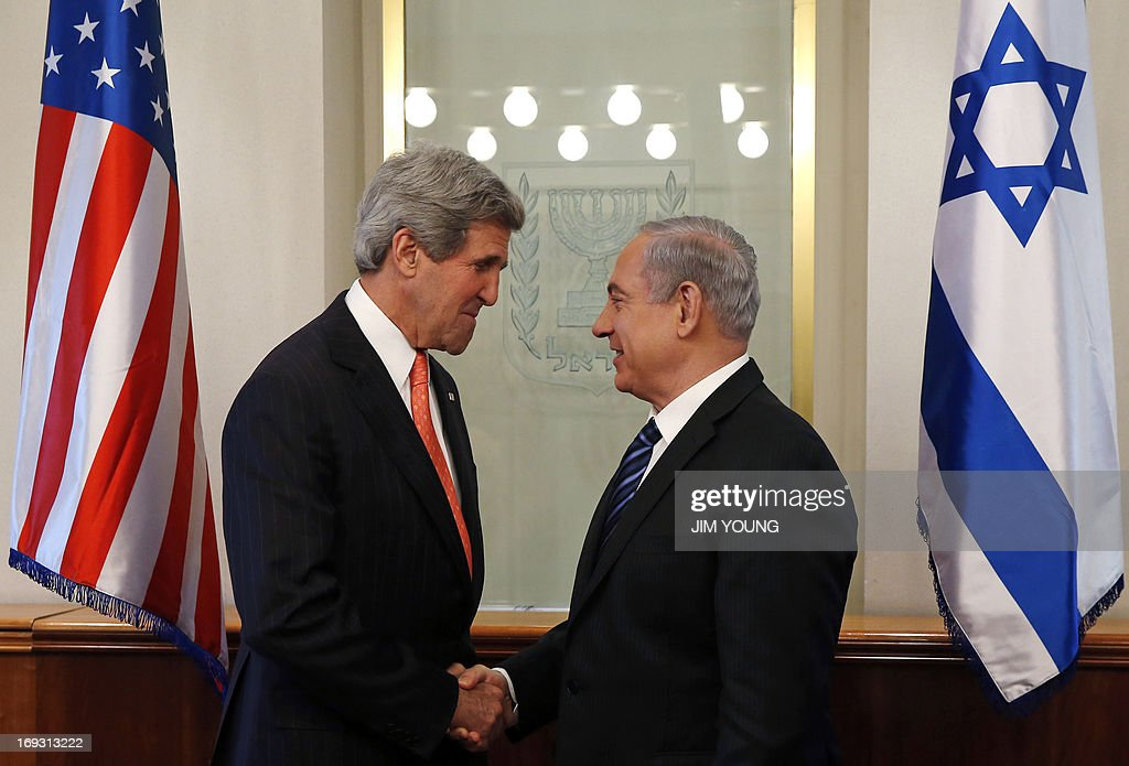 US Secretary of State John Kerry (L) shakes hands with Israeli Prime Minister Benjamin Netanyahu during a meeting in Jerusalem on May 23, 2013. Kerry flew in to Jerusalem as he kept up a push to bring Israelis and Palestinians back to peace negotiations amid a growing scepticism over his efforts. AFP PHOTO/POOL/JIM YOUNG