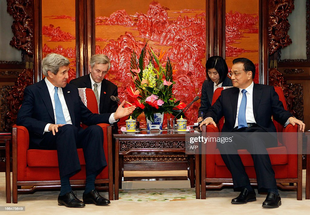 US Secretary of State John Kerry (L) speaks with China's Premier Li Keqiang (R) during a meeting at the Zhongnanhai compound in Beijing on April 13, 2013. The current situation on the Korean peninsula is at a 'critical time', US Secretary of State John Kerry told Chinese President Xi Jinping on April 13 as he arrived to seek Beijing's intervention in the crisis. AFP PHOTO / POOL / Jason Lee