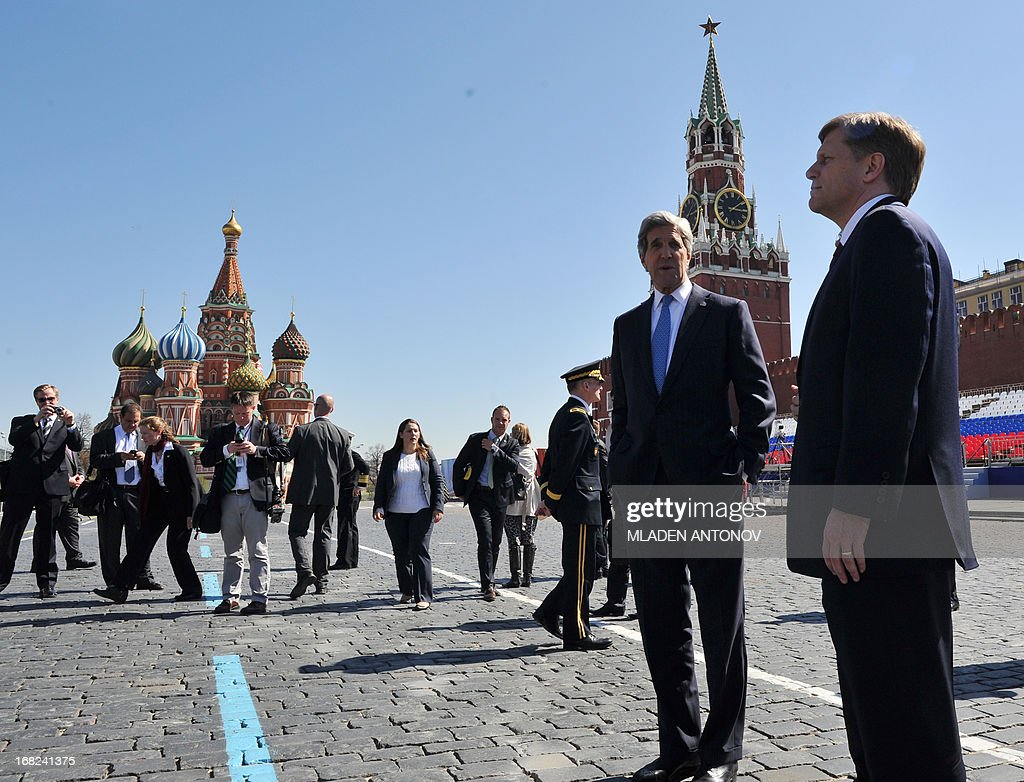 US Secretary of State John Kerry (2nd R) speaks with the US Ambassador to Russia Michael McFaul (R) during a walk at the Red Square in Moscow on May 7, 2013. Kerry arrived today in Moscow for talks with Russian President Vladimir Putin, seeking to restore frayed US-Russia ties and win Moscow's support on the war in Syria.