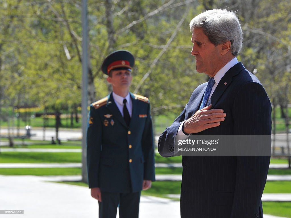 US Secretary of State John Kerry takes part in a wreath laying ceremony at the Tomb of the Unknown Soldier in Moscow, on May 7, 2013. Kerry arrived today in Moscow for talks with Russian President Vladimir Putin, seeking to restore frayed US-Russia ties and win Moscow's support on the war in Syria. AFP PHOTO/POOL/MLADEN ANTONOV