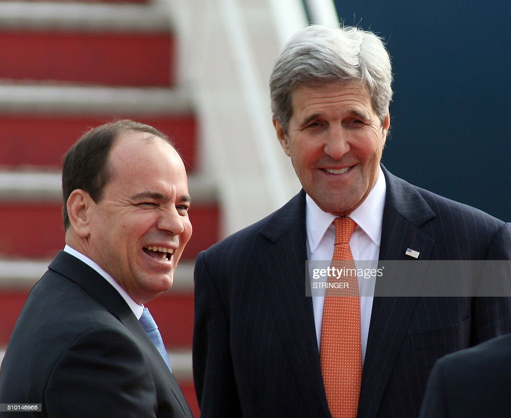 US Secretary of State John Kerry (R) talks with Albanian President Bujar Nishani (L) during a welcoming ceremony at Mother Teresa airport in Tirana on February 14, 2016. US Secretary of State is in a few hours visit to Tirana, to meet with senior government leaders to discuss Albania's further Euro-Atlantic integration and strong bilateral cooperation with the United States. / AFP / STRINGER