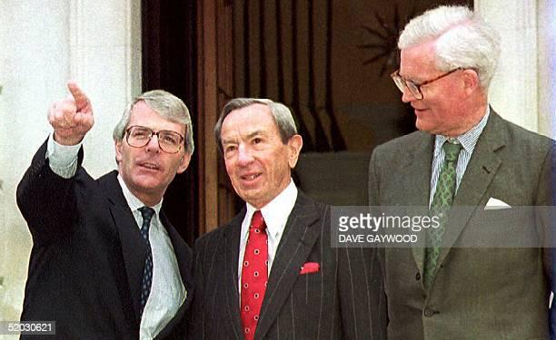 S Secretary of State Warren Christopher Britain's Prime Minister John Major and Foreign Secretary Douglas Hurd meet for talks here 02 May 1993 on the...