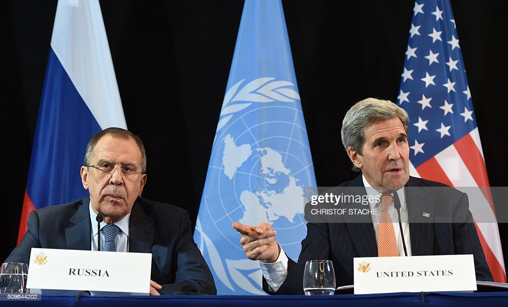 US Secretary of States John Kerry (R) gestures beside of Russian Foreign Minister Sergei Lavrov (L) during a news conference after the International Syria Support Group (ISSG) meeting in Munich, southern Germany, on February 12, 2016. / AFP / Christof STACHE