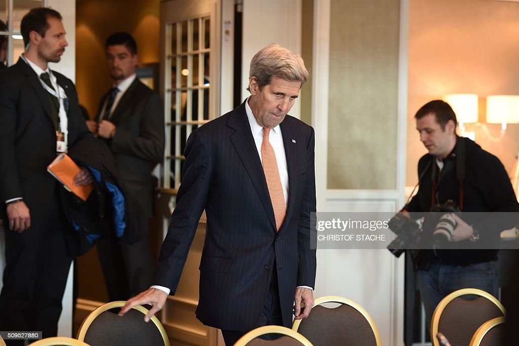 US Secretary of States John Kerry takes seat for diplomatic talks with the Russian Foreign Minister on February 11, 2016 in Munich, southern Germany. Russia said it was ready to discuss a ceasefire in Syria as foreign ministers gathered in Munich in a bid to kick-start peace talks derailed by the regime onslaught on the besieged city of Aleppo. / AFP / Christof STACHE