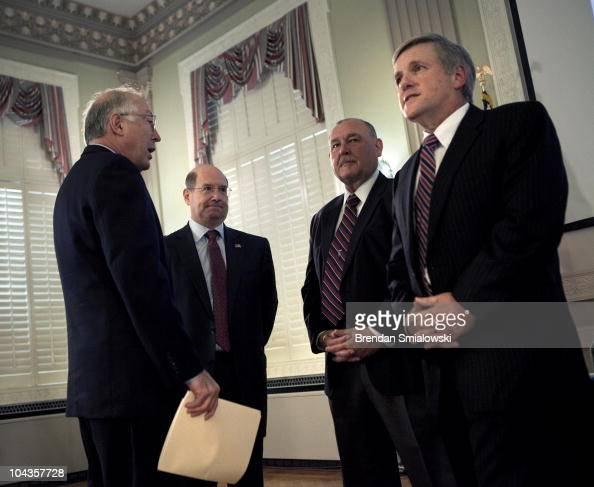 Secretary Of The Interior Stock Fotos Und Bilder Getty Images