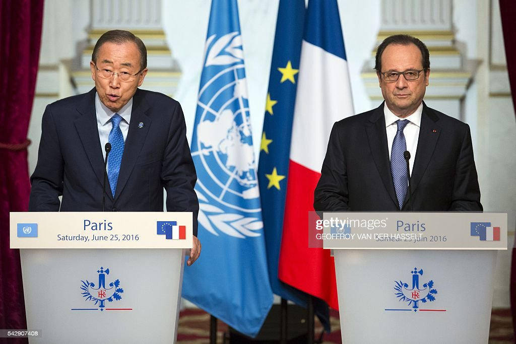 UN Secretary-General Ban Ki-moon (L) delivers a speech during a joint press conference with French President Francois Hollande following a meeting on June 25, 2016 at the Elysee Palace in Paris. / AFP / GEOFFROY