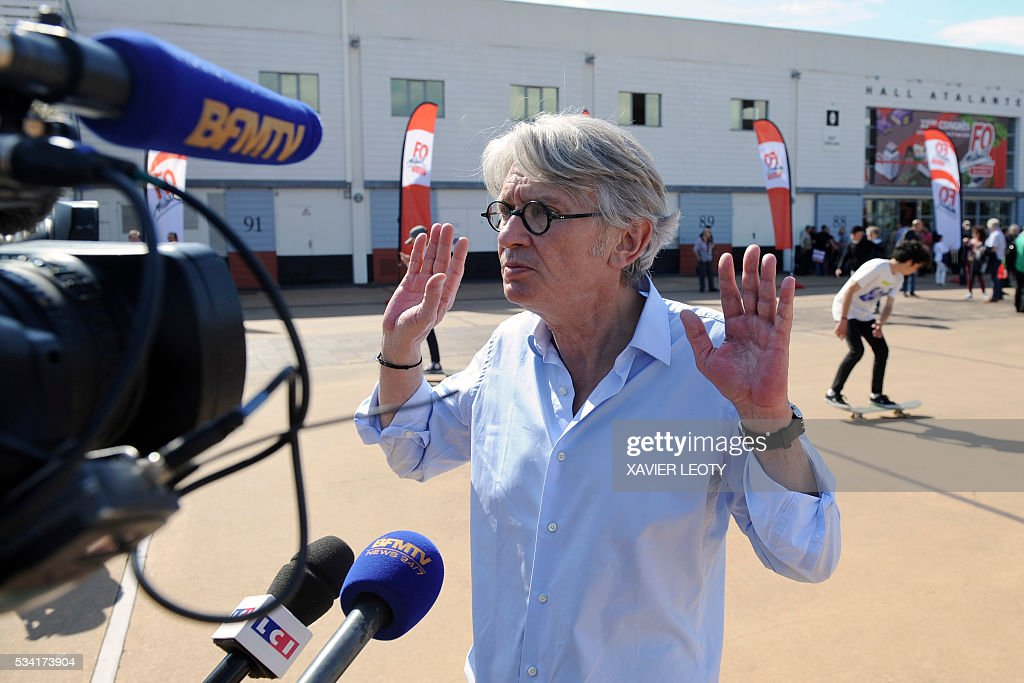 Secretary-general of Force Ouvriere (FO) French worker's union Jean-Claude Mailly speaks to the press on May 25, 2016 at the 22nd Congress of FO Metals Federation held from 25 to 27 May 2016 in La Rochelle, southwestern France. / AFP / XAVIER