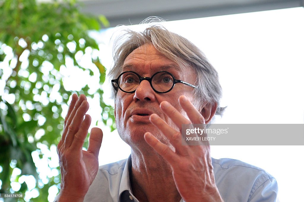 Secretary-general of Force Ouvriere (FO) French worker's union Jean-Claude Mailly speaks during a press conference on May 25, 2016 at the 22nd Congress of FO Metals Federation held from 25 to 27 May 2016 in La Rochelle, southwestern France. / AFP / XAVIER