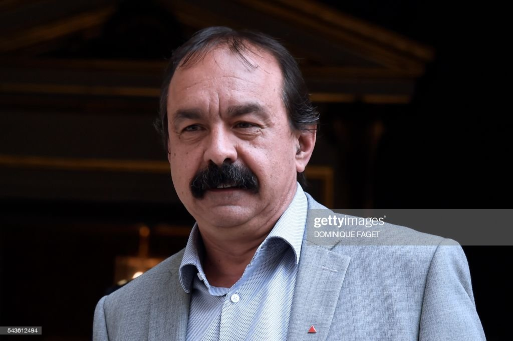 Secretary-general of the French General Confederation of Labour (CGT) Philippe Martinez arrives at the Hotel Matignon in Paris on June 29, 2016 before a meeting on the Socialist government's labour reforms with French Prime minister and French Labour minister. / AFP / DOMINIQUE